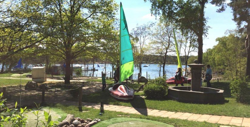 Adventure Minigolf Anlage mit Boot